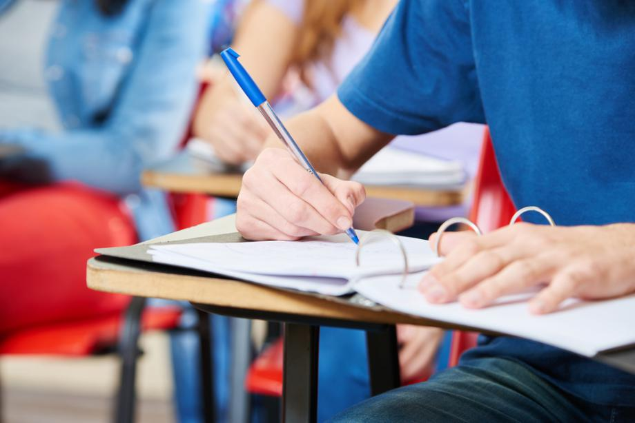 Над 26 000 осмокласници на изпит по чужд език - Новите родители